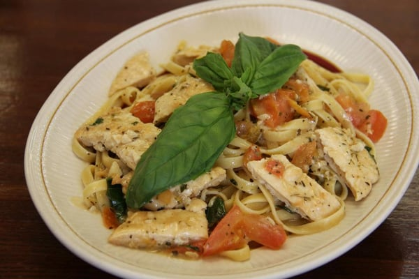 Fettuccine with Garlic and White Wine sauce and Grilled Chicken | Yelp