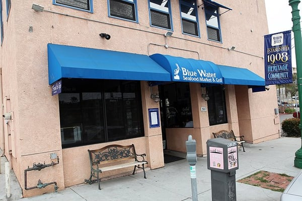 Blue water seafood market 3667 india st san diego ca for Blue water fish market