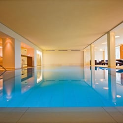 Pool vom Schachen Bad & SPA