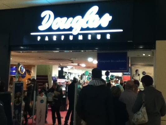 Douglas perfume reviews photos yelp - Spa villeneuve d ascq ...