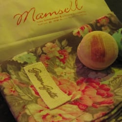 my new Green Gate kitchen towel and two Mamsell macarons (yogurt and violet - the one with violet is super sensational)