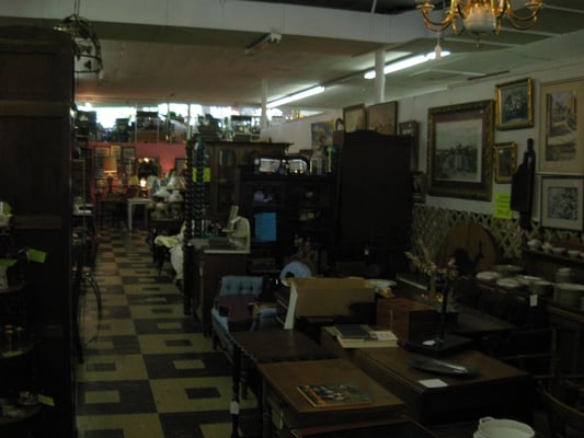 8th avenue antique mall historic waverly nashville tn for Antique stores in nashville