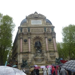 rainy day at the Fontaine Saint-Michel