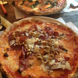 Pizza Incredible - saucisse, noix, parmesan