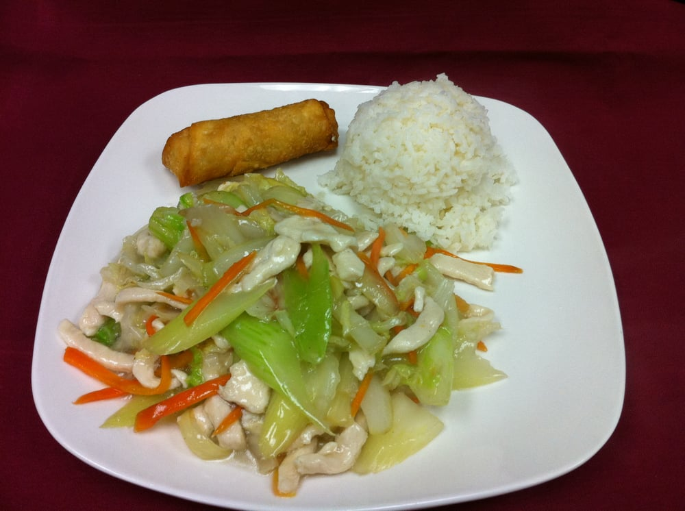 [ Chicken Chow Mein ] Shredded chicken ,chinese cabbage ,carrot ,onion and celery in white sauce ...