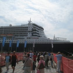 Queen Mary II, Hamburg, Germany