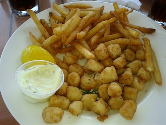 Fried bay scallops wit...