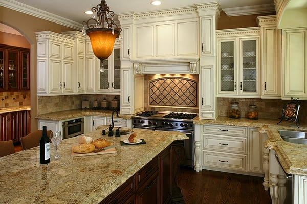 Off white kitchen cabinets with glaze home design and for Kitchen colors with off white cabinets