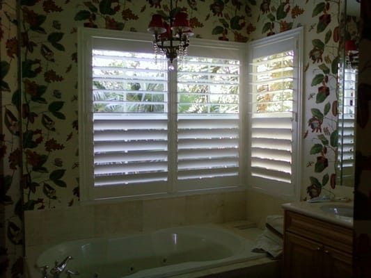 Plantation Shutters With Hidden Tilt Rod And Center