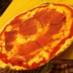 Pizza with prosciutto.