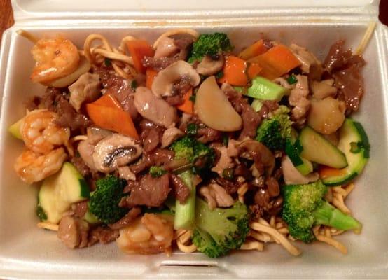 Shrimp With Vegetables Chinese Noodles - shrimp, beef,