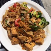 Drunken noodles with tofu