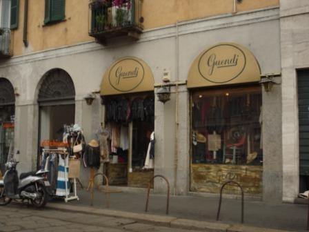 Guendj centro storico mailand milano italien yelp - Carabinieri porta genova milano ...