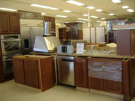 Used kitchen cabinets for sale michigan yakaz for sale for Used kitchen cabinets for sale