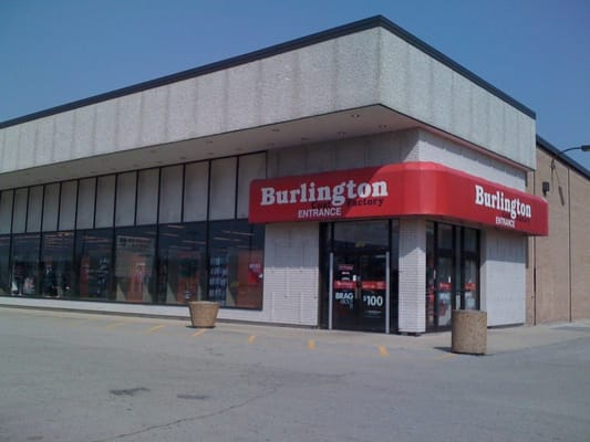 This Burlington Coat Factory location is so bright, clean, and spacious! I couldn't believe that I walked into a Burlington. Initially, I had to make sure I wasn't at the wrong place from the get-go, yet I confirmed that I was indeed at a Burlington. It was a pleasurable shopping experience at this specific location.3/5(7).