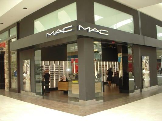 Mac cosmetics store front