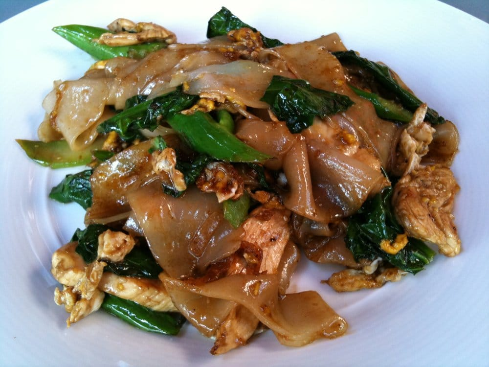 Pad see ew with chicken lunch portion | Yelp