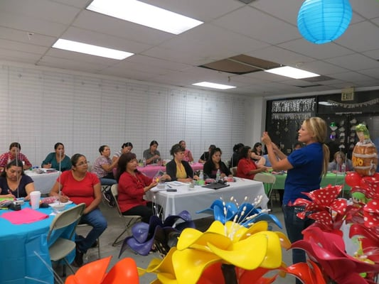 Bouquets centerpieces balloon decor class yelp for Balloon decoration classes