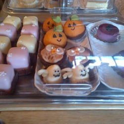 Marzipan pumpkins, ghosty cakes AND owl cakes?  SOLD!