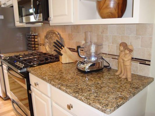new venetian gold granite with travertine tile backsplash and glass