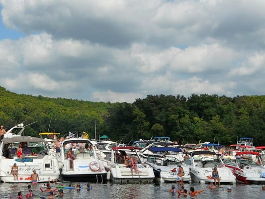 Party cove boat rentals lake of the ozarks jobs