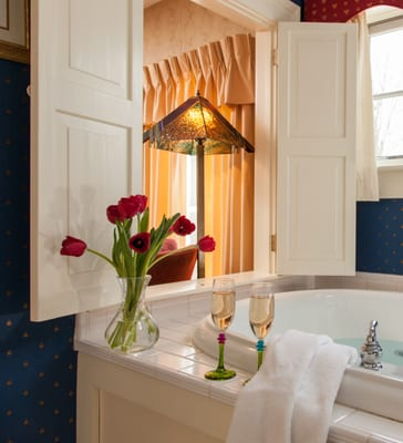 The Waite Room offers a romantic jacuzzi tub for a perfect Vermont ...