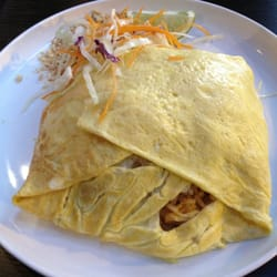 Pad Thai omelette by Linh N.