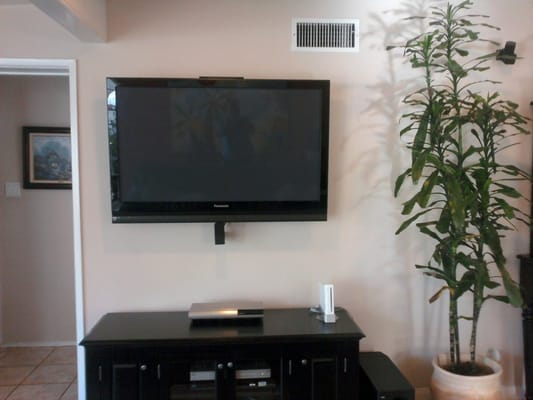 5 1 Bose System Plus Flat Screen Tv On Wall Yelp