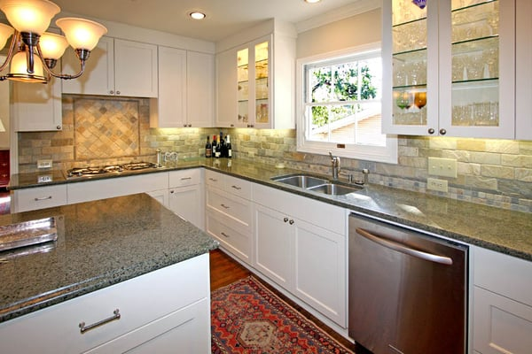 white painted cabinets with quartzite kitchen backsplash