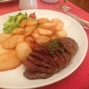 Duck breast with thin fried potatoes.