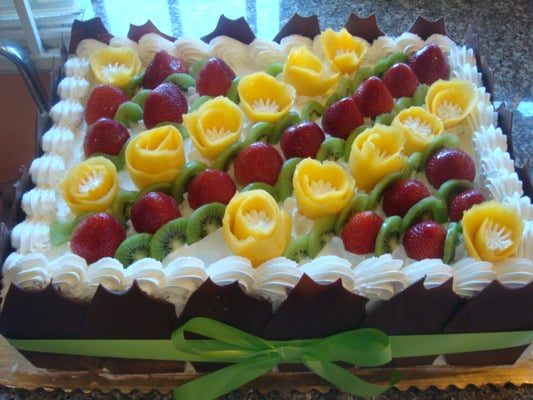 Yellow Sponge Cake With Assorted Fresh Fruit Topping And