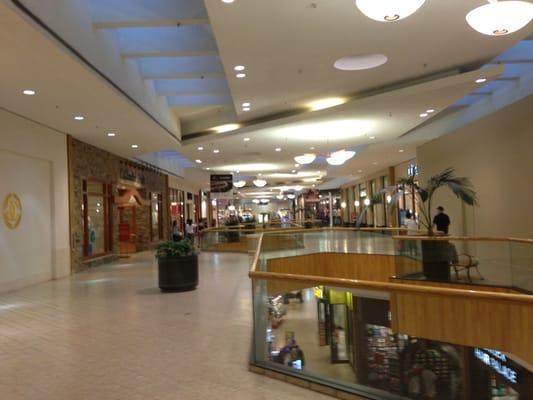 Holyoke Mall At Ingleside