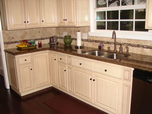 Antique White Raised Panel Cabinets And Tropical Brown